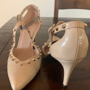 Adorable nude heels w/ studded accents!